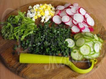 Салат редиска яйцо зеленый лук