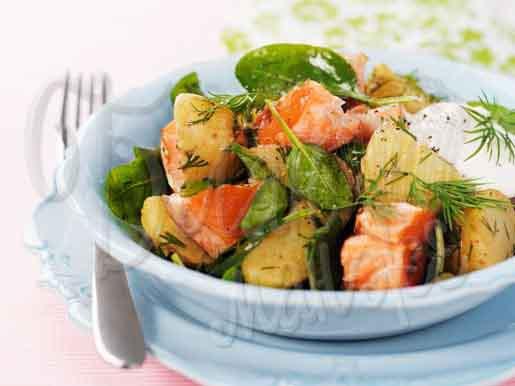 Салат из картофеля с лососем