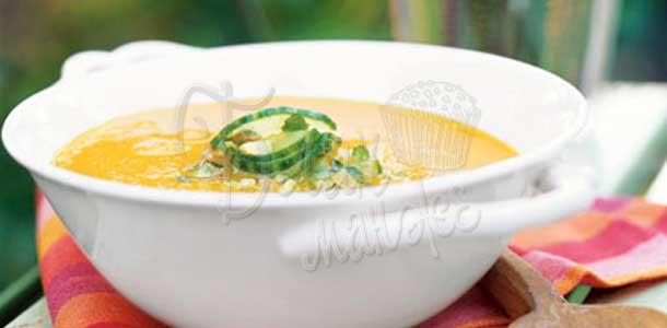 Морковный суп с огуречно-фисташковым соусом