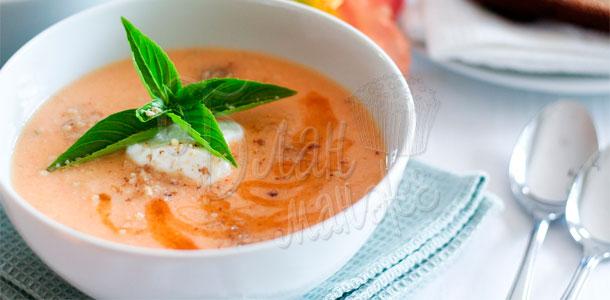 Холодный летний суп из дыни с базиликовым соусом