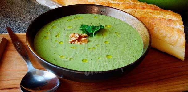 Холодный огуречный суп со сметаной