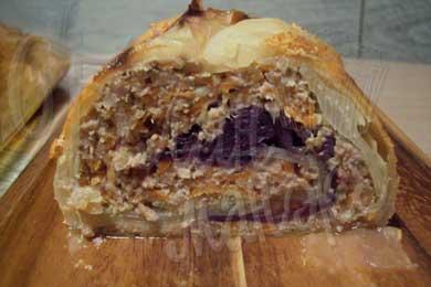 Рулет из капусты, фаршированный мясом