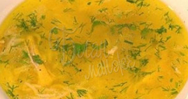 Золотистый бульон с овощами